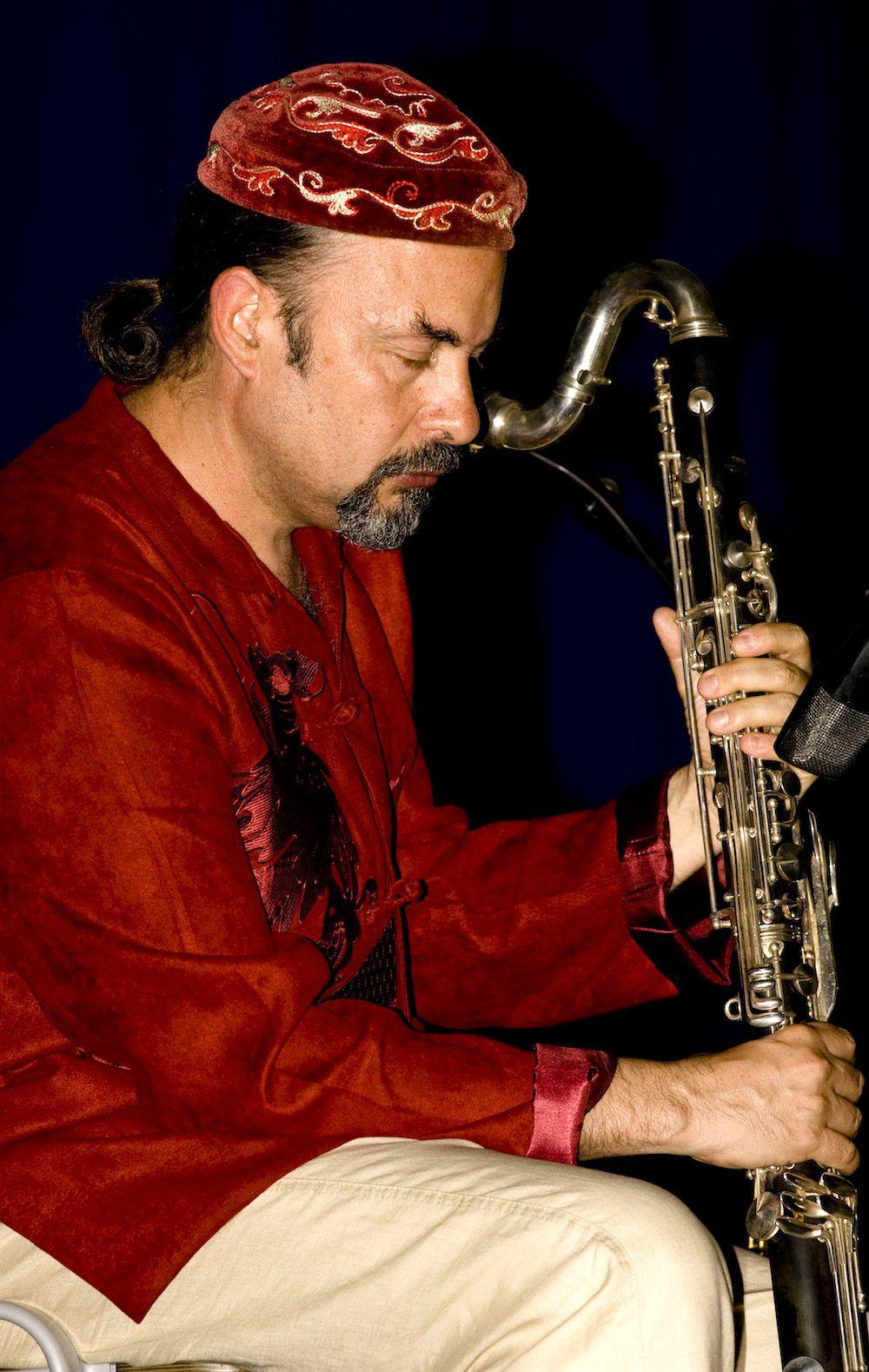 Multi instrumentista, compositor, terapeuta y sanador a través de la música
