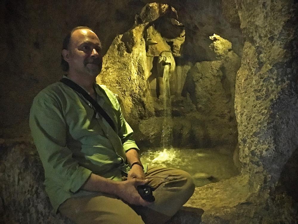En la cueva de la fuente (Shiraz) Web